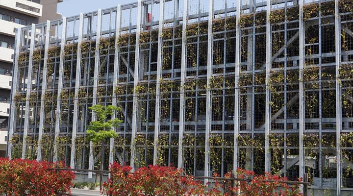 施工実績:太田川駅東駐車場 壁面緑化